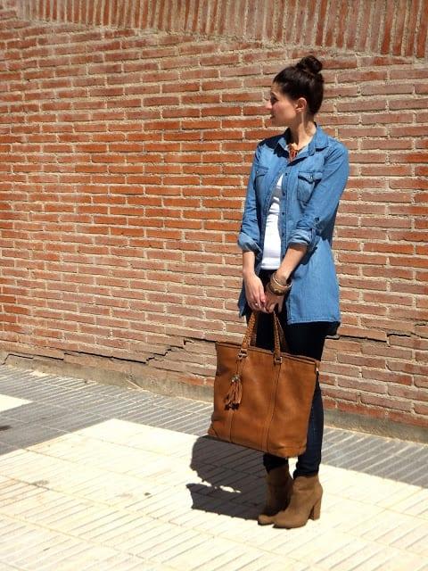 blogger española con camisa vaquera