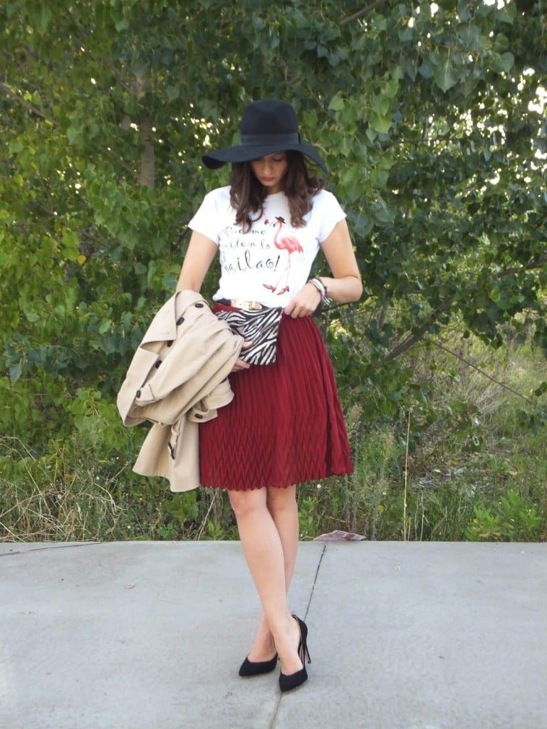 look falda midi burgundy y trench