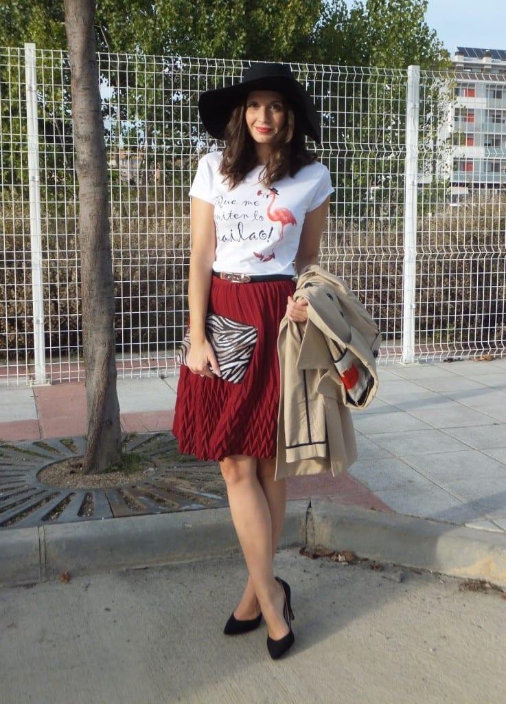 look falda midi burgundy y camiseta