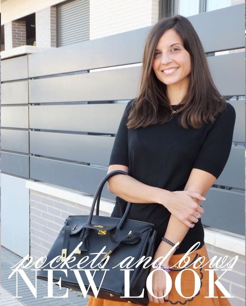 bloguera de moda con falda marrón