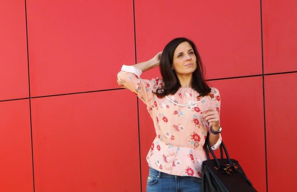 Look con jeans Massimo Dutti y blusa de flores Diksi