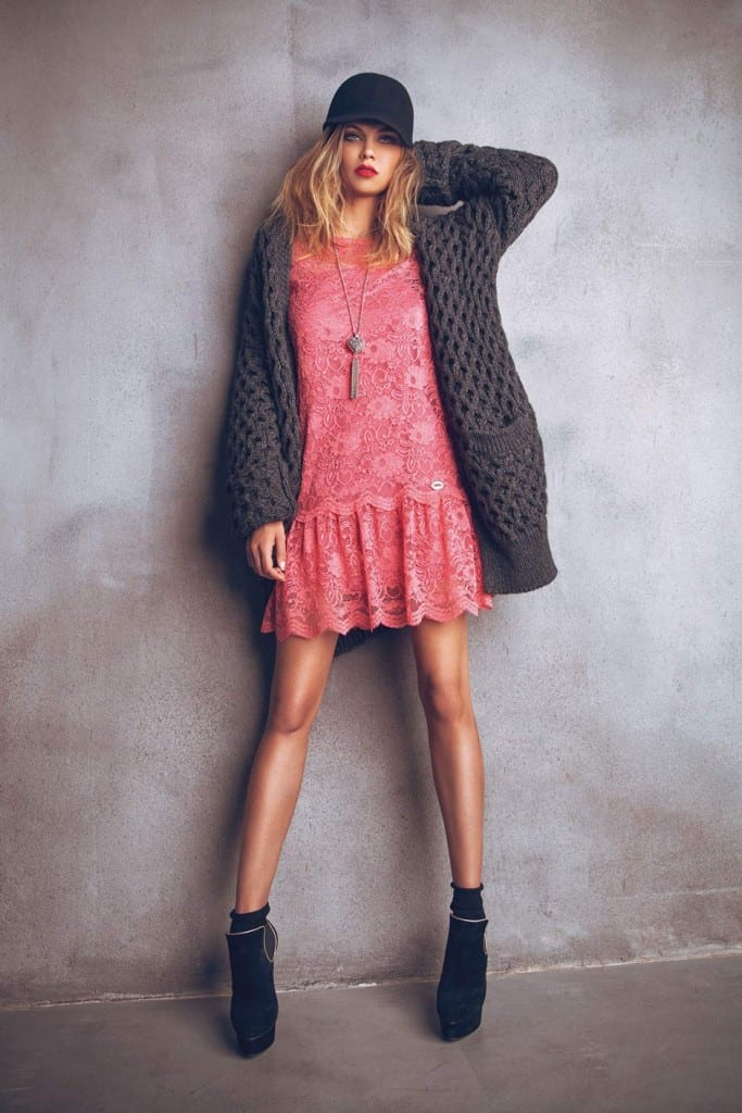 Vestido de encaje rosa de Denny Rose