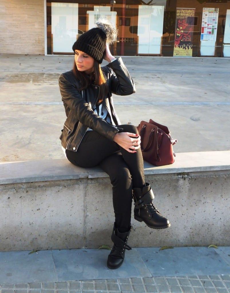cómo llevar botas moteras de mustang con cazadora biker