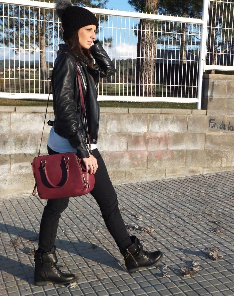 botas moteras negras con cazadora biker