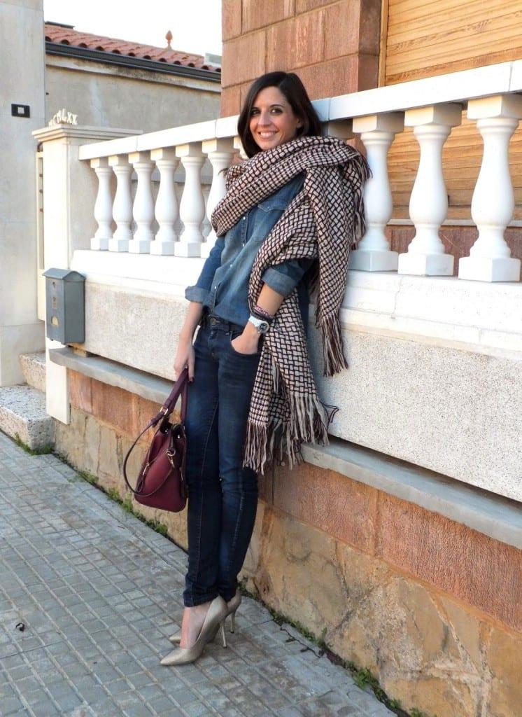 blogger de moda con capa manta de PARFOIS