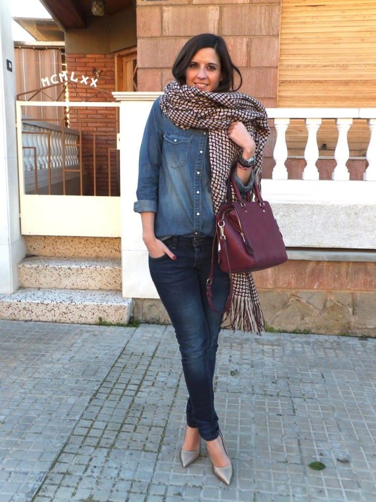 blogger española con zapatos dorados MENBUR