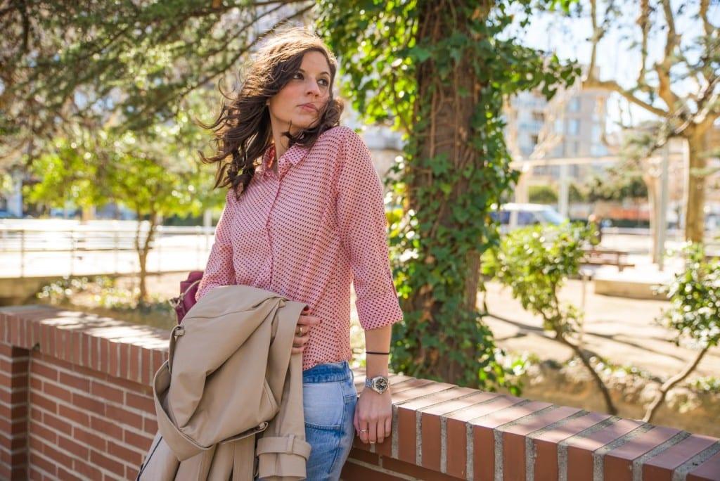 look camisa rosa corazones stradivarius jeans rotos