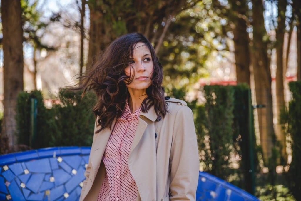 blogger moda española gabardina camisa corazones